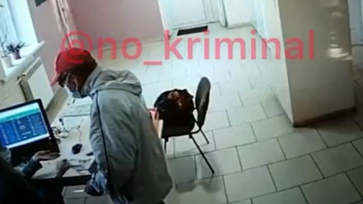 Преступники в медицинских масках грабят офисы микрозаймов в Челябинской области