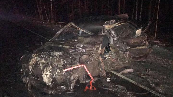 Страшная авария под Курганом: легковое авто врезалось в два грузовика