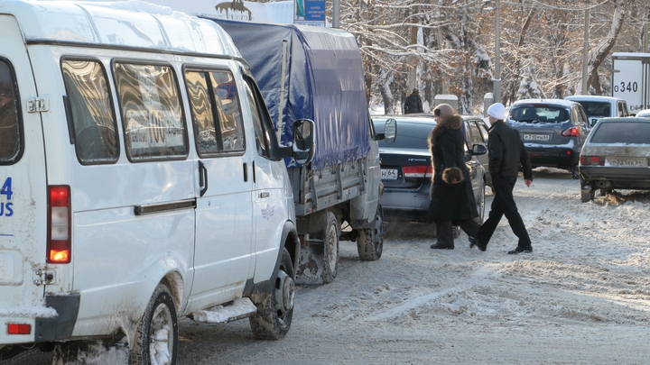 Новое тросовое ограждение в Челябинске заросло грязью