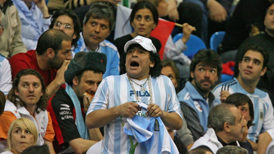 Легендарный футболист Диего Марадона объявил оготовности возглавить сборную РФ