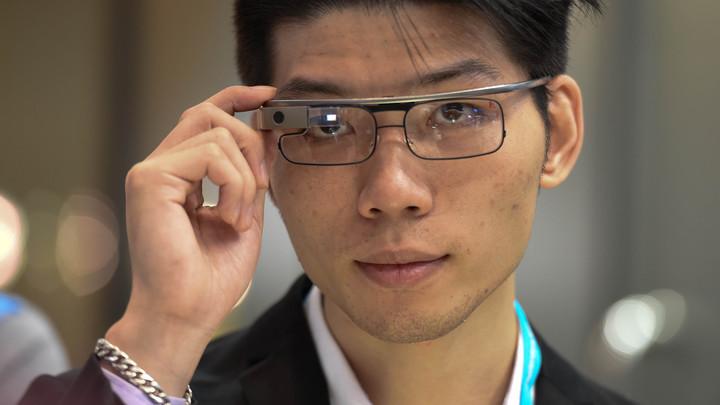 Второе поколение Google Glass настроили под любые очки