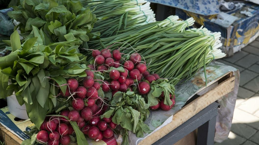 Роспотребнадзор снял спродажи тонны импортных фруктов иовощей