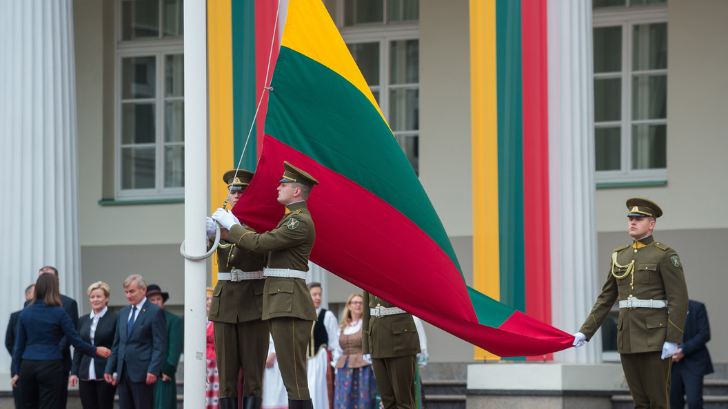 Литва ежедневно рапортует НАТО об учениях России и Китая на Балтике