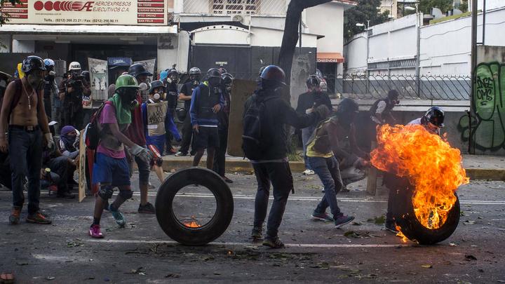 США эвакуируют работников посольства в Венесуэле
