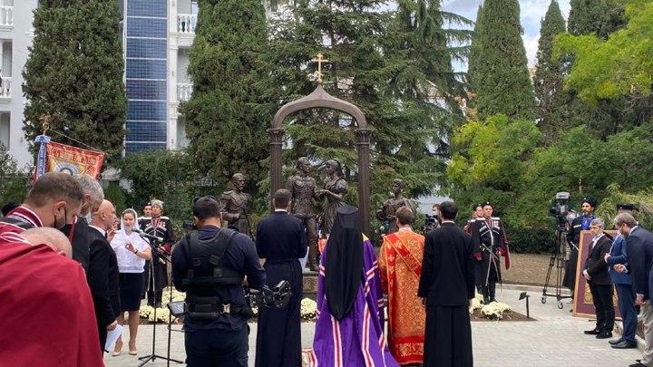 Памятник русской истории и первой любви: В Крыму торжественно представили уникальный монумент