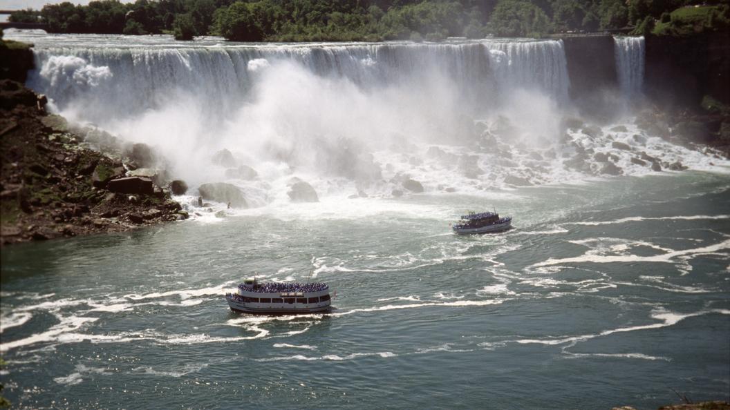 Установлена причина появления протухшей воды в Ниагарском водопаде