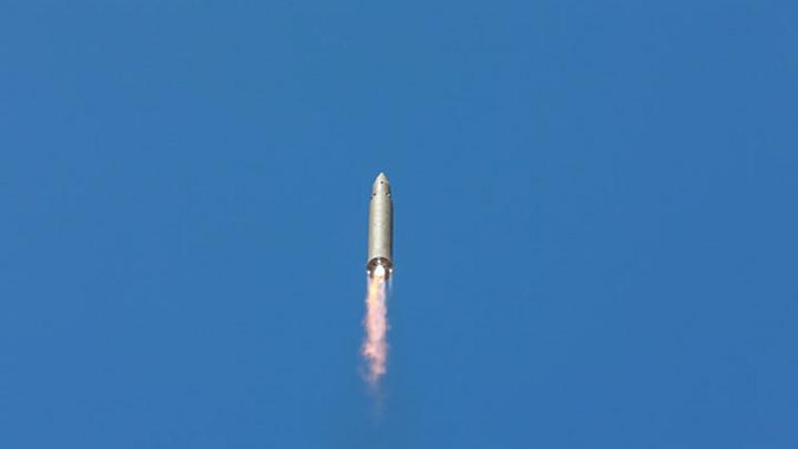 """Мощь """"чучхейских"""" ракет: Северная Корея обнародовала видео запуска """"Хвасон-12"""""""