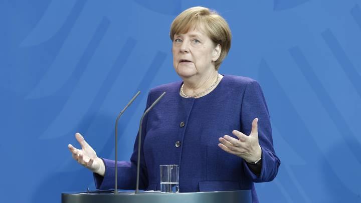 Меркель с оговорками одобрила инициативу Путина по миротворцам в Донбассе