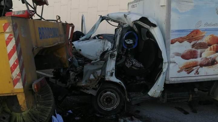 В Сочи спасатели вытащили зажатого в результате ДТП водителя «ГАЗели»