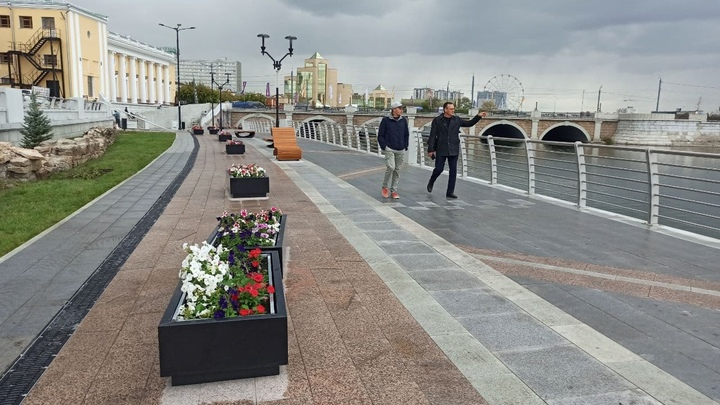 Челябинский урбанист нашел недостатки новой набережной реки Миасс и Арт-сквера