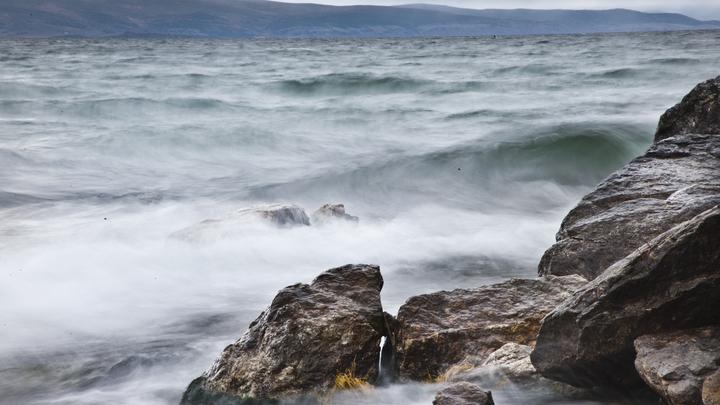 Вода светится! Тайны озера Байкал – от миражей до чёртовой воронки