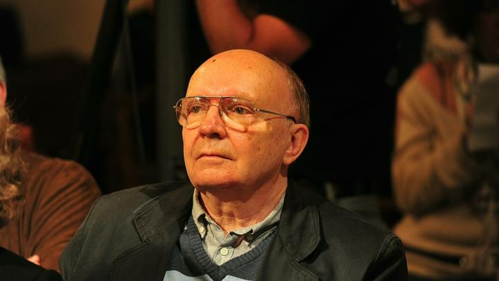 В Москве с головными болями госпитализирован Андрей Мягков