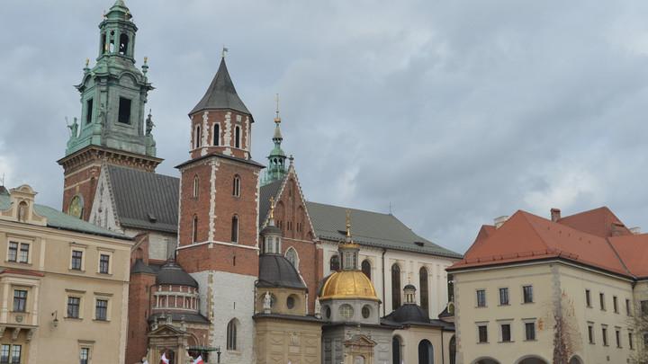 Работайте на улице, но не в советском: В Польше сносят памятник архитектуры