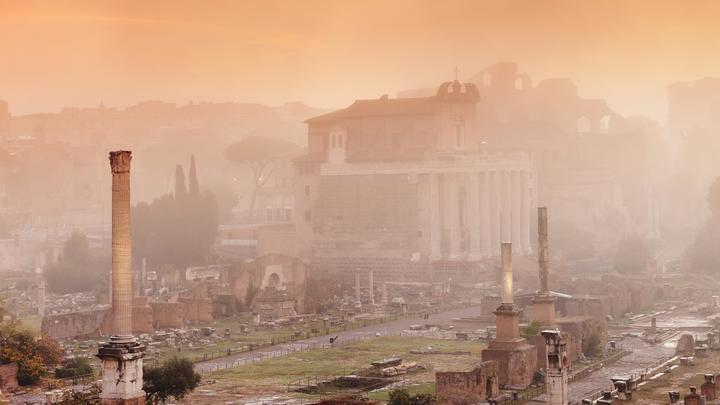 По пути павшего Рима? Русский город начали патрулировать люди в чёрном