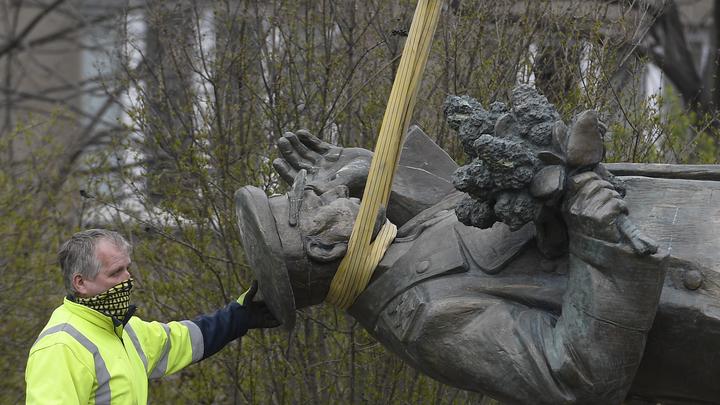 Памятник не наш: Чиновник из Минобороны Чехии попытался заочно отказать Шойгу