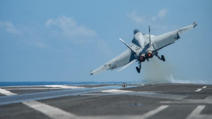 Иранские бойцы в деталях засняли, что происходит на палубе авианосца США