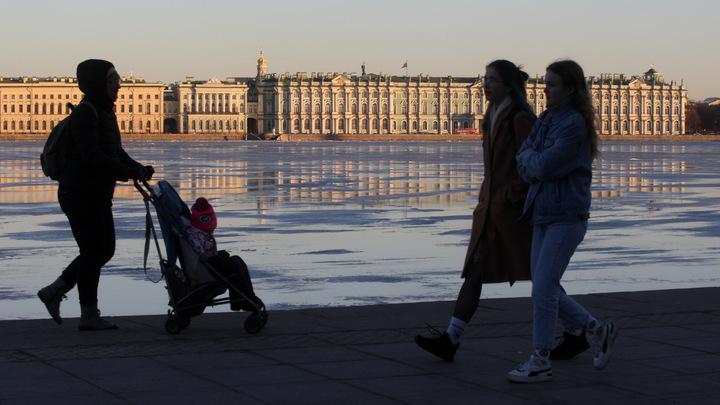 Евро-2020 закончился, и туристов нет. Власти Петербурга исчерпали все идеи и просят помощи у горожан