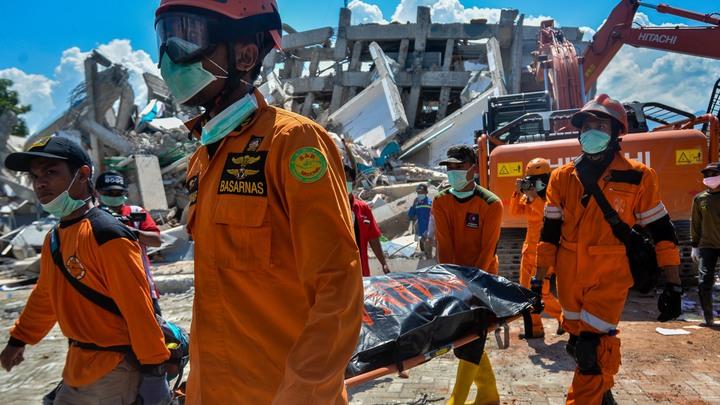 В Индонезии нашли тела 34 детей под завалами храма