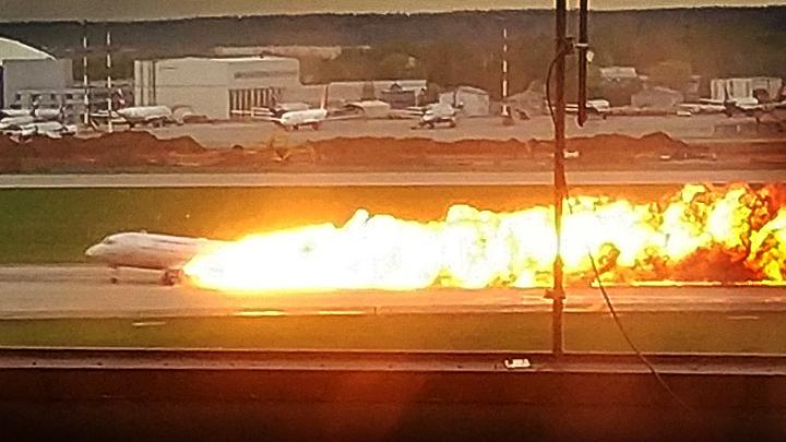 «Самолёт горит в молнии»: Что удивило экспертов в переговорах экипажа Superjet 100 и диспетчеров