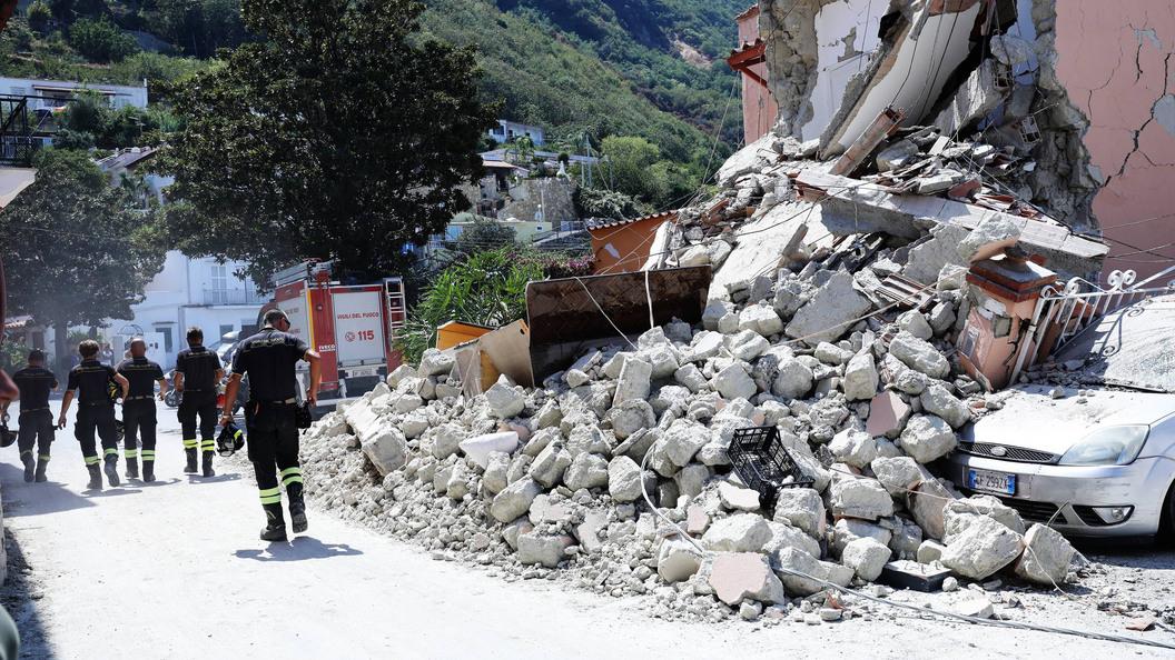 В Италии удалось спасти детей из-под завалов после землетрясения