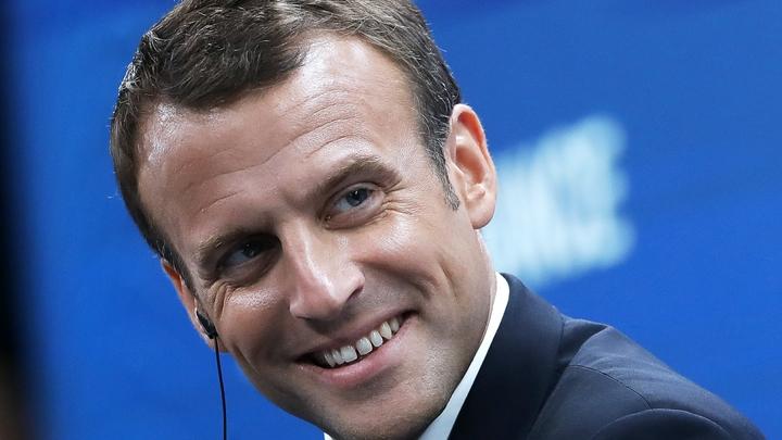 Макрон лишит званий генералов за письмо об угрозе конфликта во Франции - Le Parisien