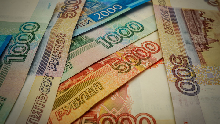 Хрупкая жена и тёща-бухгалтер: Раскрыты детали депутатского семейного подряда