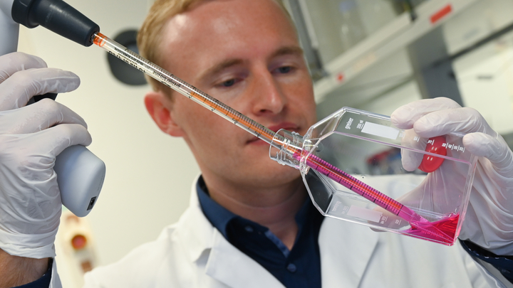 Коронавирус мог быть создан искусственно: Российский создатель вакцины от заразы рассказал об исследовании