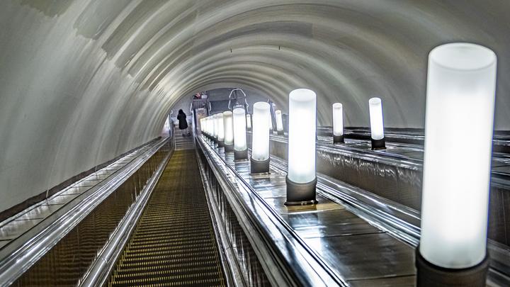 По требованию полиции: Почему поезда проезжают станцию московского метро Полянка