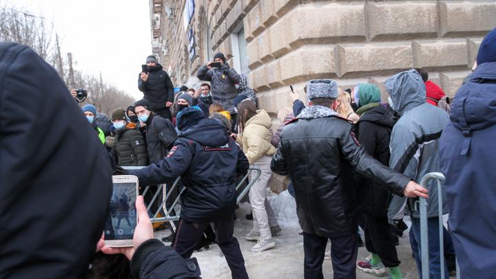 Агрессивному чеченцу с митинга пообещали кару. Его уже не спасёт даже депутат - политолог