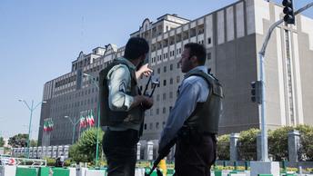 Террористы опубликовали видео с парнем, который уверяет, что он напал на людей в Сургуте