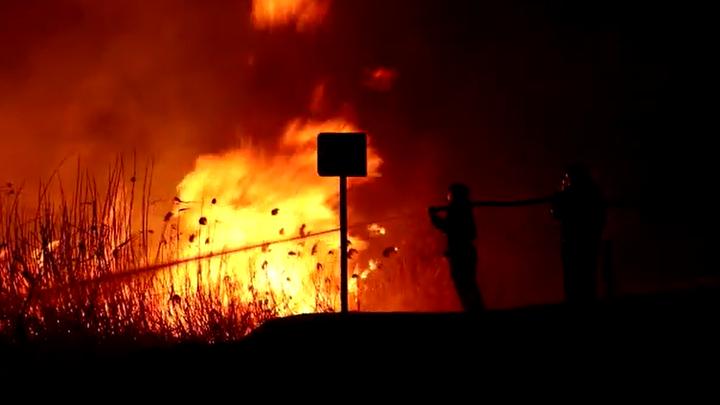 Под Анапой из-за крупного пожара перекрыта федеральная трасса