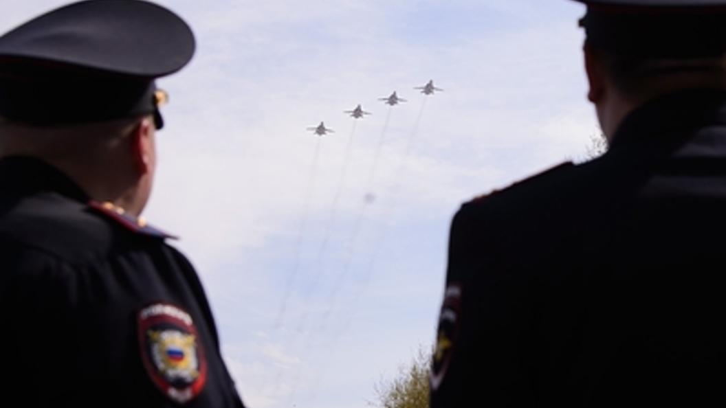 ВВС России дали полчаса погонять в небе над Москвой