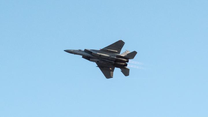 Истребитель F-15 внезапно задымился и экстренно сел в Польше
