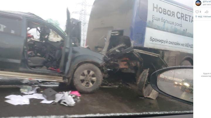 Четыре машины и автобус: в массовом ДТП в Санкт-Петербурге погиб водитель пикапа