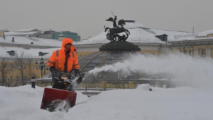 Проблемы с уборкой снега в Москве объяснились мертвыми душами коммунальщиков