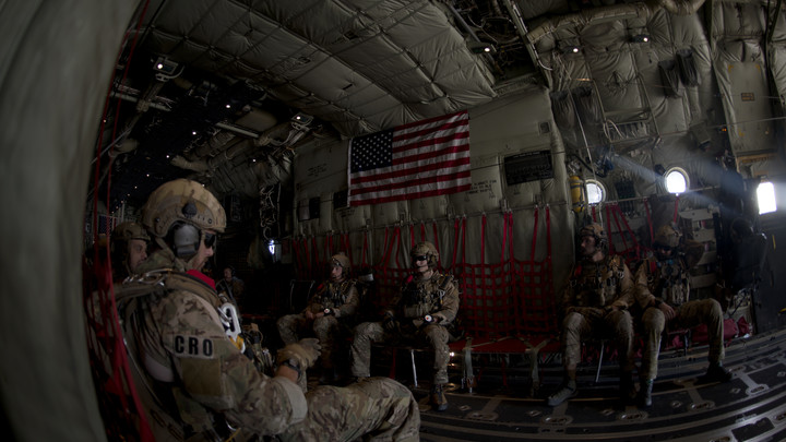 Американцы не приходят просто позагорать: Эксперт о переброске войск США на Ближний Восток