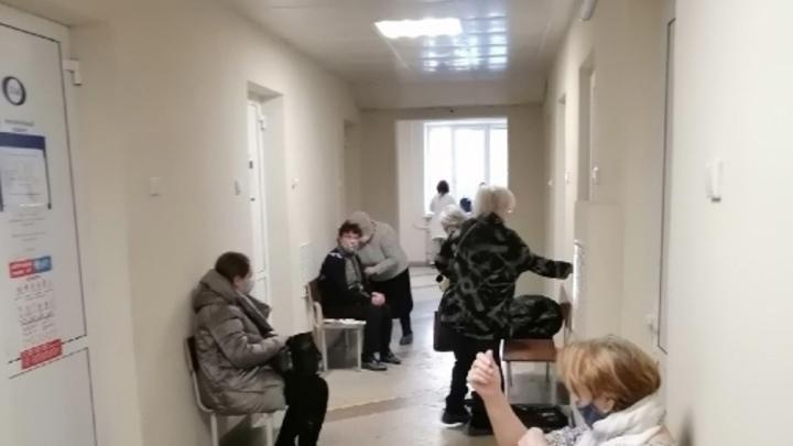 Мужчина устроил стрельбу в поликлинике в Челябинской области