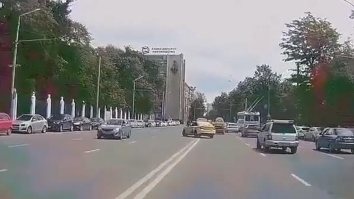 В Ростове задержали таксиста-лихача, летавшего по встречке