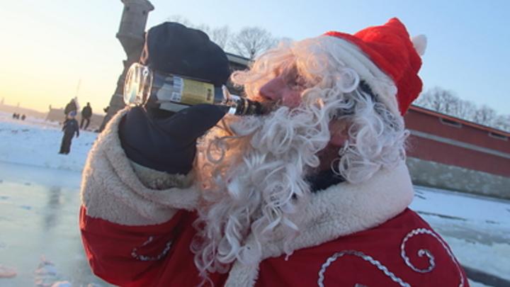 Деду Морозу и Снегурочке придётся туго: Врачи дали советы по встрече Нового года в условиях пандемии