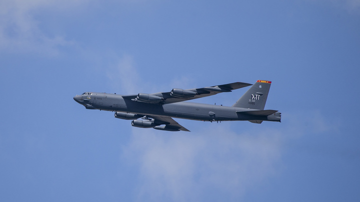 Четыре истребителя сорвали черноморский визит бомбардировщиков B-52