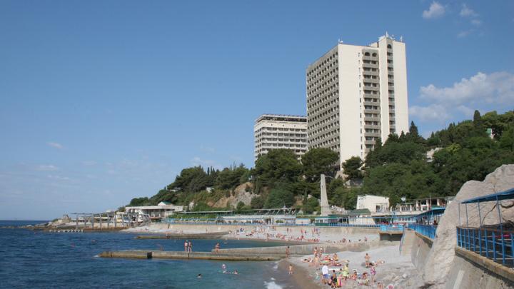 Уже не страшилка о фекалиях в море в Крыму: Эксперты назвали опасности для туристов на курортах