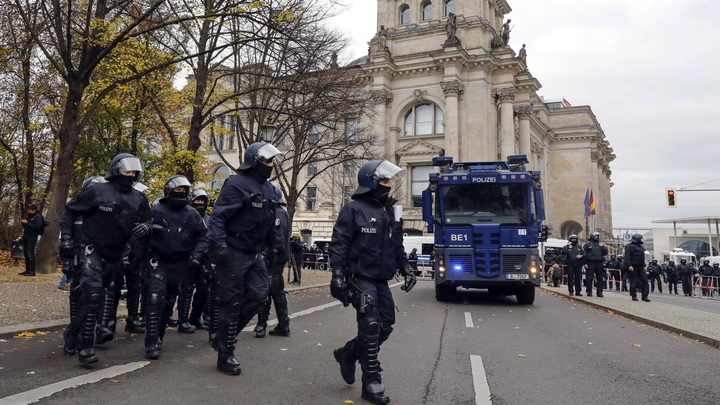 Акция за Навального в Германии взбесила немцев: Где водомёты и полиция с дубинками?