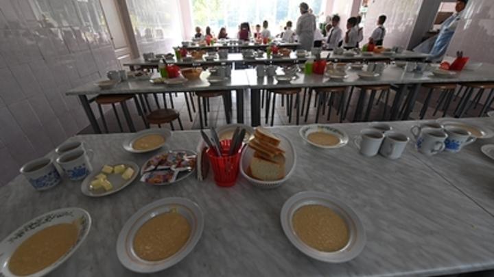 Министерство просвещения изучит еду для бедных в школьных столовых - СМИ
