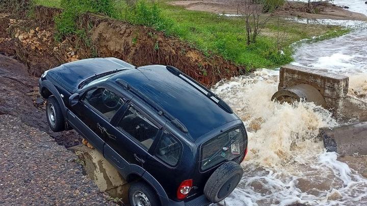 В Балейском районе полиция спасла водителя внедорожника из бурного потока воды