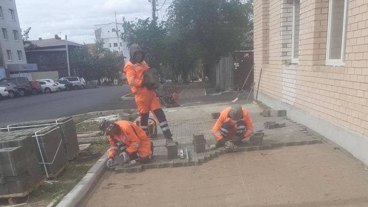 В центре Читы начали укладку тротуарной плитки