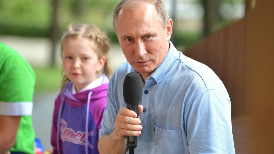 В Карелии Путин обсудил с волонтерами помощь детям и старикам