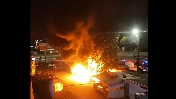 Появилась версия ночного пожара, который спалил два киоска в Челябинске