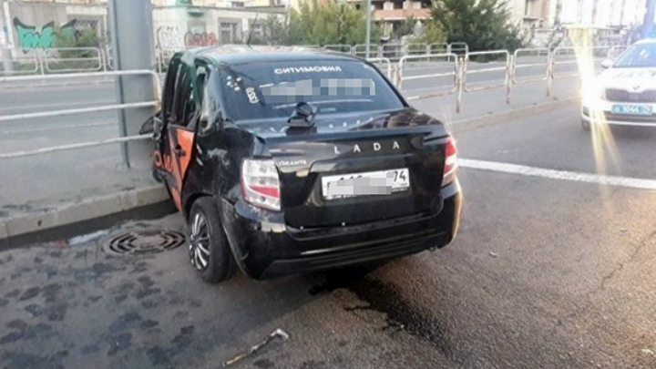 Шесть человек пострадали в аварии с двумя такси в Челябинске