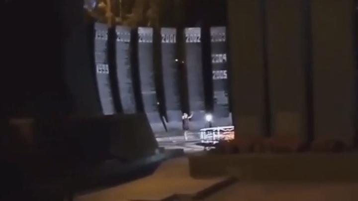Подростки устроили танцы для Тик Ток на воинском мемориале в Екатеринбурге