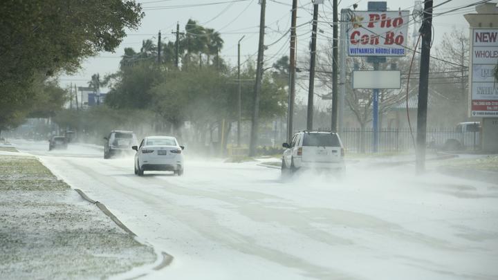 Химической опасности нет, но…: К ледяному апокалипсису в Техасе добавилось ещё одно бедствие